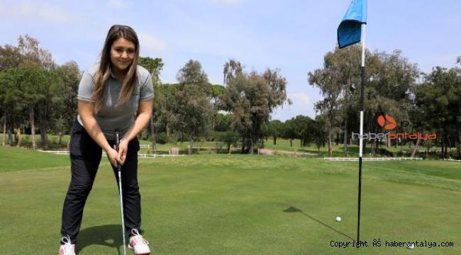 Okul harçlığını çıkarmak için başladığı golfte milli olup, madalyalar kazandı