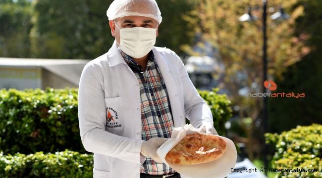 Muratpaşa'da her mahallede pide ve iftar paketi dağıtılacak