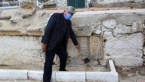 Roma duvarına plastik çeşme kaldırıldı