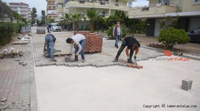 Alanya'nın Konaklı Mahallesi'nde kaldırımları yenileniyor
