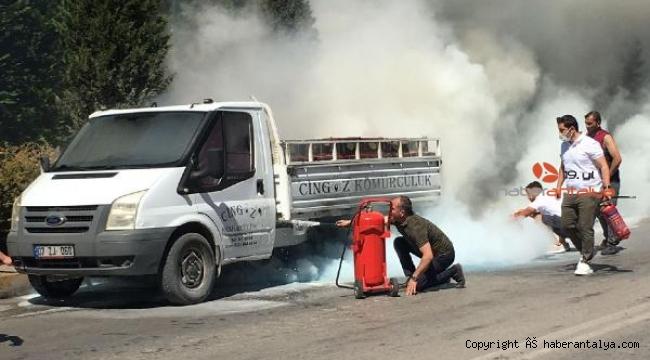 Kömür yüklü kamyonet yandı !