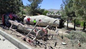 Lastiği patlayan beton mikseri şarampole devrildi. Ortalık savaş alanına döndü