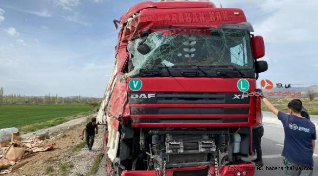 Şoför uyudu, TIR devrildi