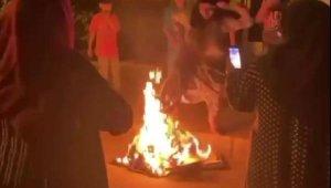 Sokak aralarında ateş yakıp üzerinden atladılar