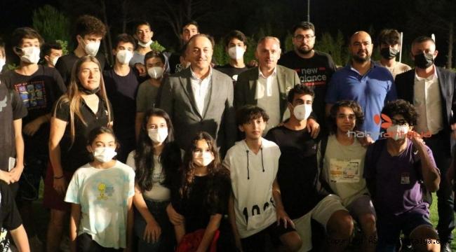 Bakan Çavuşoğlu, Kepez'in sporcularıyla birlikte