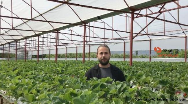 Çiftçiye örnek sera kuruldu