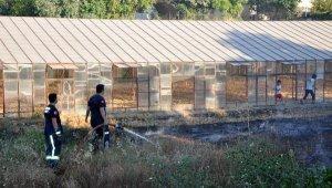 Gazipaşa'da sera atıkları yangını korkuttu !