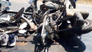 Kamyonetle motosiklet çarpıştı, feci kaza can aldı