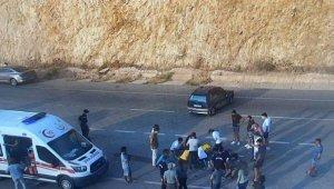 Kaş'ta motosiklet ile otomobil çarpıştı: 2 yaralı