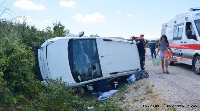 Korkuteli'de kaza: 3 yaralı