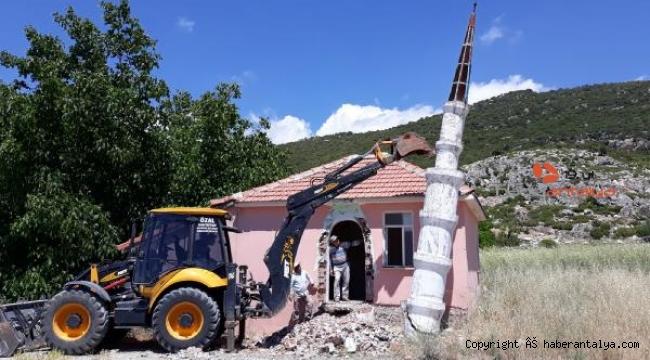Künk minareye 'uygunsuzluk' yıkımı