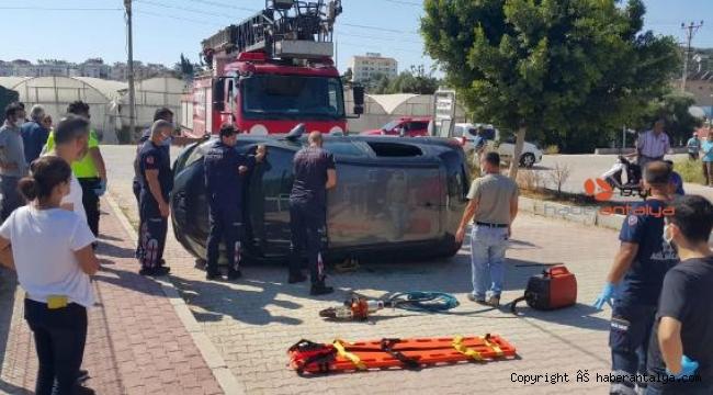 Otomobil refüje çarpıp takla attı