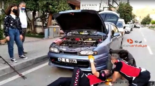 Otomobilin motoruna sıkışan kedi herkesi seferber etti