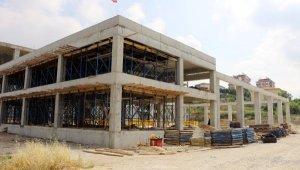Serik'teki düğün salonu inşaatı tam gaz sürüyor