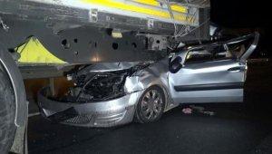 TIR'a arkadan çarpan ticari araç sürücüsü öldü !