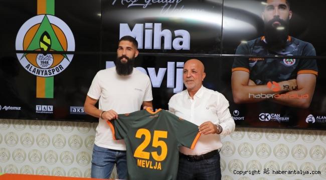 Alanyaspor, Slovenyalı stoperle ile 3 yıllık sözleşme imzaladı