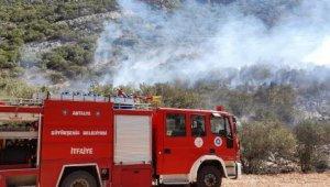 Antalya alevlerle boğuşuyor ! Bir yangın da Döşemelatı'da
