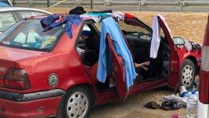 Araçlarda uyudular, otoparka sofra kurup ıslak elbiselerini araçlar üzerine serdiler