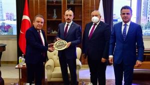 Başkan Böcek, Kemal Kılıçdaroğlu ile bir araya geldi