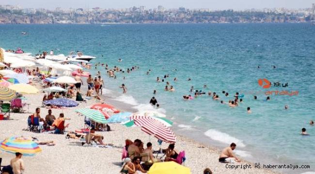 Bayramın son gününde de Konyaaltı Sahili doldu