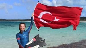 Birgül Erken, yeni dalış rekorunu şehitlere armağan etti