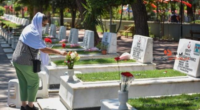 Mezarlıklarda bayram ziyareti yoğunluğu