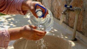 Dünyaca ünlü sahile 11 kilometre uzakta susuzluk derdi !