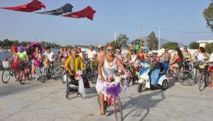 73 yaşında yürüteçle bisiklet turuna katıldı
