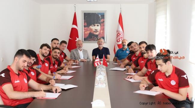 Antalyaspor hentbol takımı 11 oyuncu ile sözleşme imzaladı