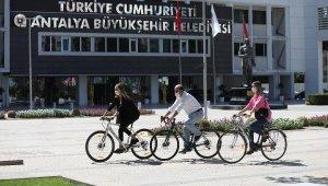 Büyükşehir personeli işe bisikletle geldi