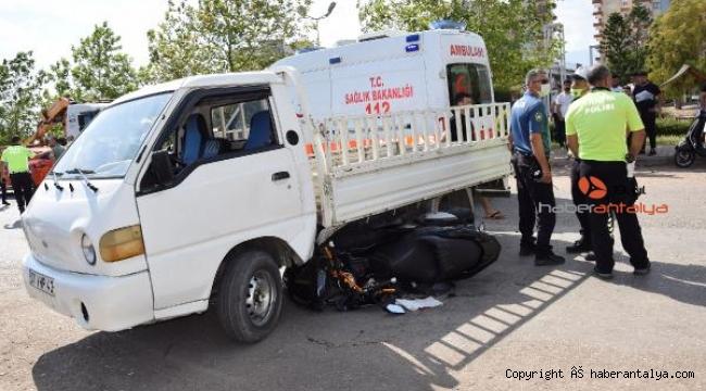 Çırak, aldığı kamyonetle kaza yaptı
