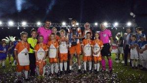 Turist çocuklarına Cüneyt Çakır ve Ümit Öztürk'lü turnuva
