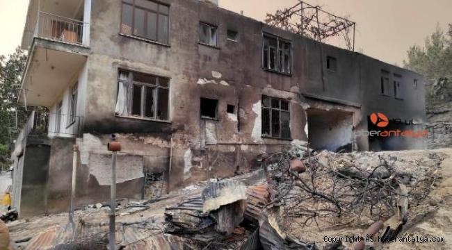 Yanan evinin acısını türküye döktü