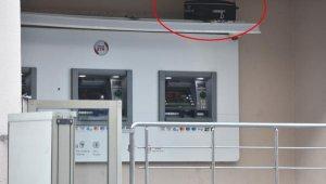 ATM'nin üzerinde korkutan valiz