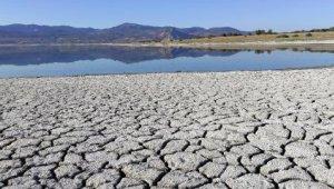 Burdur Gölü'nün suyu, çekildikçe çekiliyor !