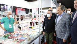 CHP'li Torun, 11. Antalya Kitap Fuarı'nı ziyaret etti
