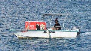 Denizin ortasında ddondurma satışı