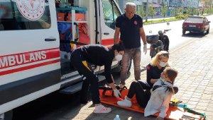 Genç kızlardan elektrikli bisiklet kazası