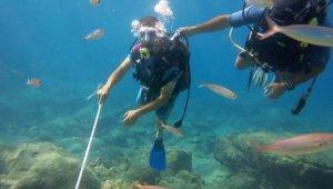 Görme engelliler, dalış yapıp su altında yürüdü