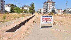 Kepez'de yağmur suyu hattı çalışmaları devam ediyor