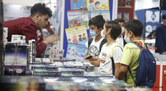 Öğrencilerden 11. Antalya Kitap Fuarı'na yoğun ilgi