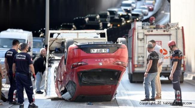 Otomobil takla attı, trafik kilitlendi !