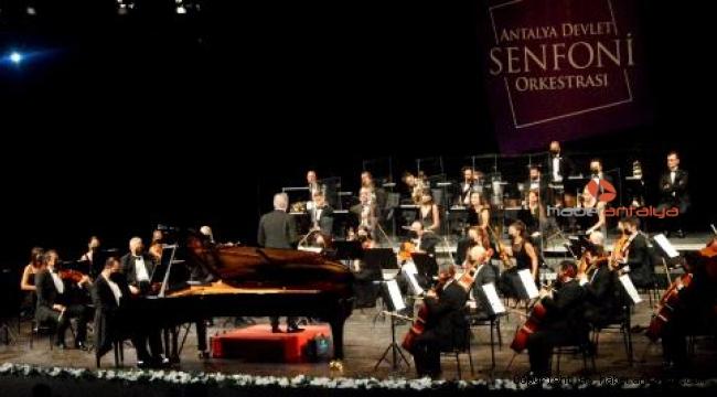 Senfoni de piyano konseri