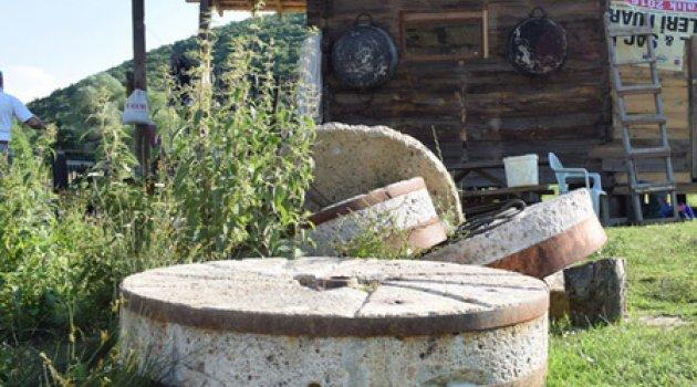350 yıllık değirmeni restore etti! Ekmekleri yok satıyor…
