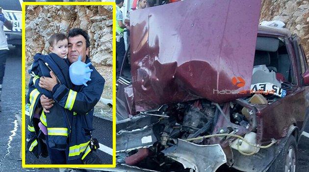 7 kişinin yaralandığı kazada minik Zeynep'i itfaiye eri sakinleştirdi