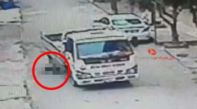 9 yaşındaki Muhammet'in ezildiği anlar güvenlik kamerasında