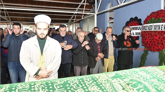 Ahmet Şık'ın babası toprağa verildi