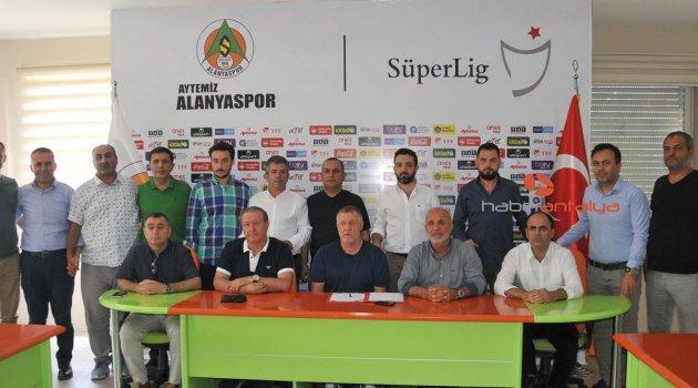 Alanyaspor, Mesut Bakkal ile sözleşme yeniledi