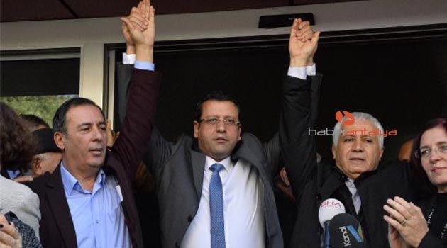 Antalya CHP'de olaylı devir teslim
