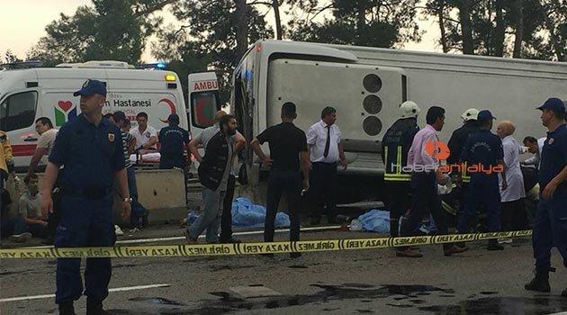 Antalya'da minibüs otel servisine arkadan çarptı: Ölü ve yaralılar var